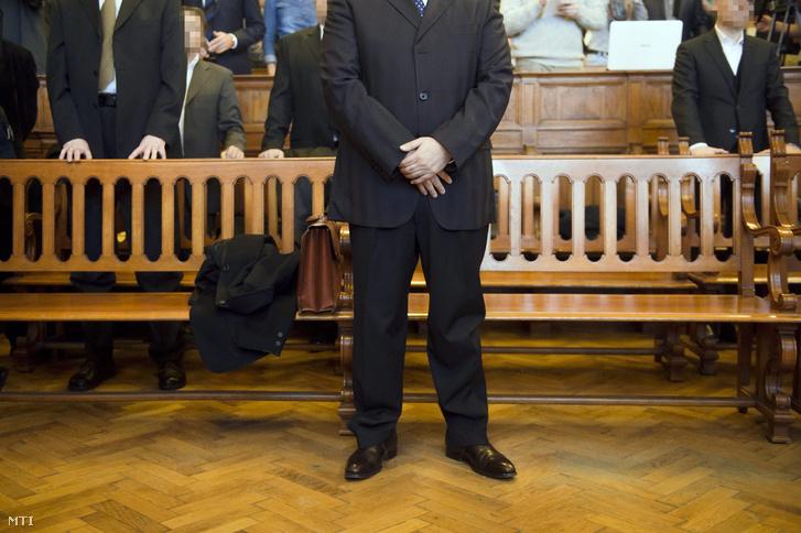 Kulcsár Attila vádlott az ellene és társai ellen sikkasztás vesztegetés és más bűncselekmények miatt folyó megismételt eljárás ítélethirdetésén a Fővárosi Törvényszéken 2015. december 29-én.