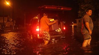 Földet ért Florence, egymillió embert evakuálnak