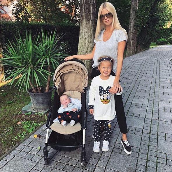 Vasvári Vivien két gyönyörű gyermekével, Arianával és Edwarddal - értük még a tűzbe is betenné mind a két kezét, annyira szereti őket.