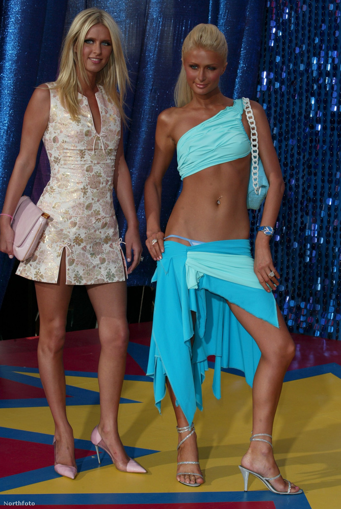 Oké, az előző fotó után, meg kell mutatnunk az idősebb Hilton lány teljes szettjét, amit a 2003-as MTV Moive Awardson viselt.