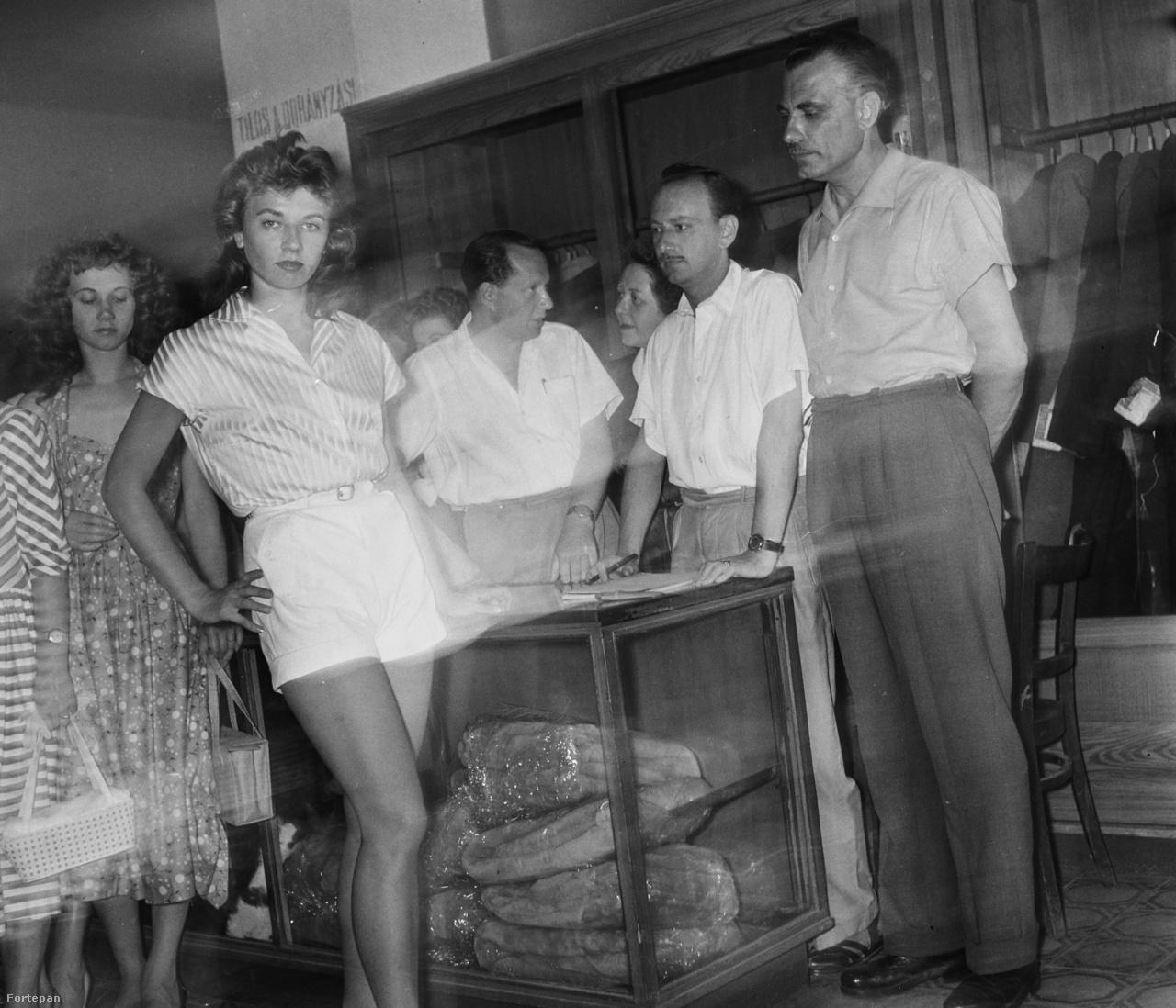 1959-ben így nézett ki egy magyar divatbemutató, konfekcióhegyek