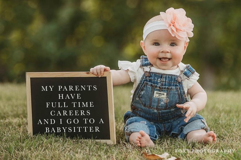 Szüleimnek teljes munkaidős állásuk van, úgyhogy bébiszitter vigyáz rám.