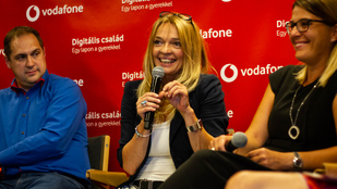 Tari Annamária: Az online világ nagyon jó, ha odasimul az offline mellé