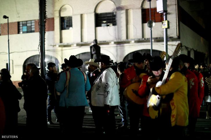 Norteño zenészek a gyilkosság helyszínén