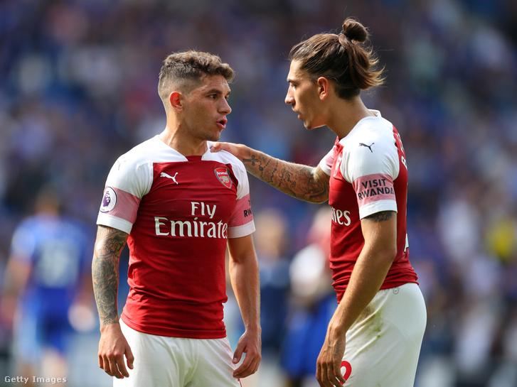 """""""Jöjjön Ruandába"""" - olvasható az Arsenal játékosok mezén"""