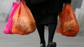 Hadat üzen a műanyag zacskóknak a kormány, emelik a termékdíjat