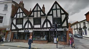 Két ember lett rosszul egy angliai étteremben, kivonultak a vegyvédelmisek