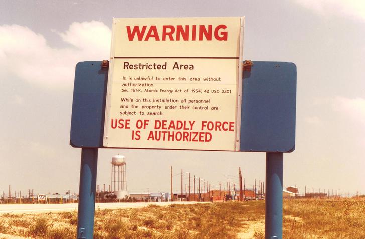 Figyelmeztetető tábla a hetvenes években