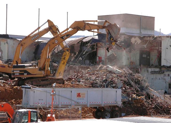 1995 és 2007 között lebontották az összes épületet