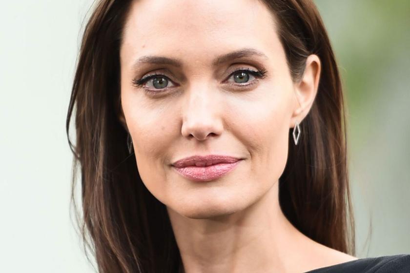 Angelina Jolie ikrei már ilyen nagyok - Le sem tagadhatná őket