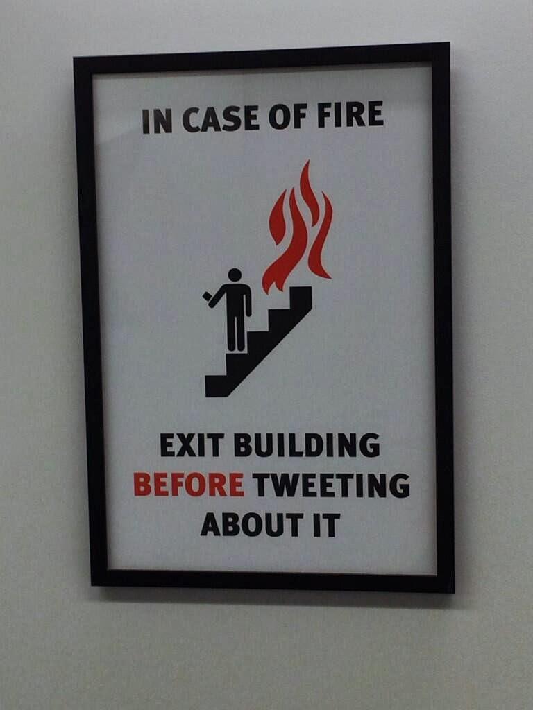 Tűz esetén, kérjük, hagyja el az épületet, mielőtt posztolna róla!