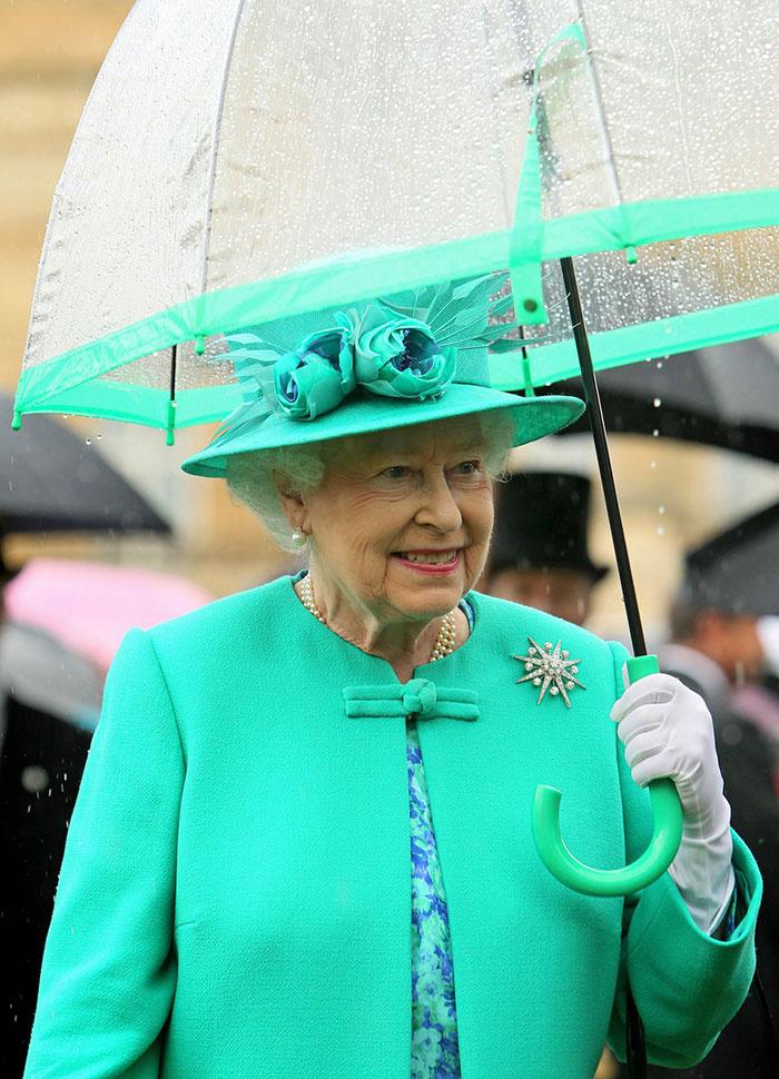 Esőben is mindig kifogástalan a megjelenése, amiért nagyon irigyeljük.