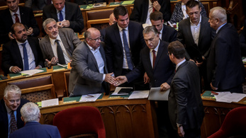 Százmilliárdokat bukhat Magyarország egy kormányzati jelentés szerint