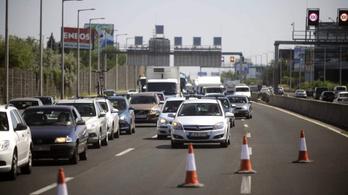 Már három forgalmi sávon haladhatnak az autósok az M2 autóút egy szakaszán