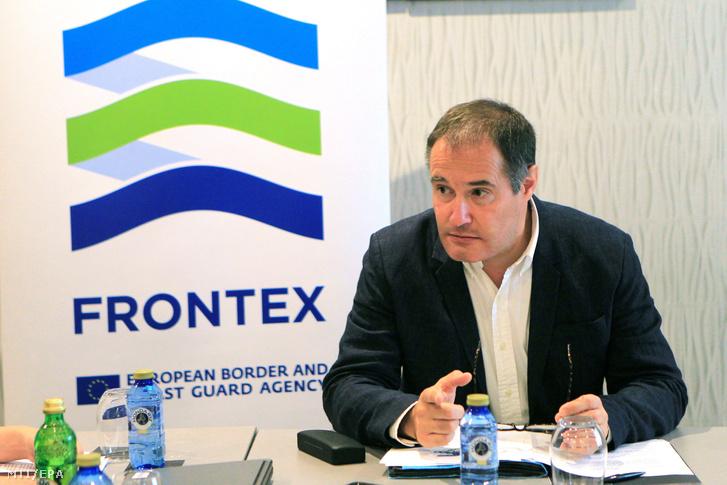 Fabrice Leggeri az Európai Unió határrendészeti ügynöksége a Frontex igazgatója sajtóértekezletet tart a dél-spanyolországi Algeciras kikötőjében 2018. augusztus 23-án.