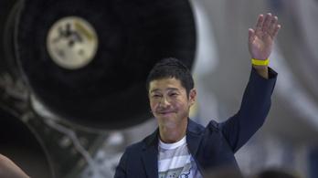 Egy japán milliárdos mehet először Hold körüli utazásra
