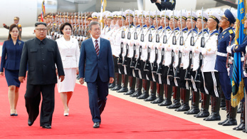 11 év után ma először fogadták a dél-koreai elnököt Észak-Koreában