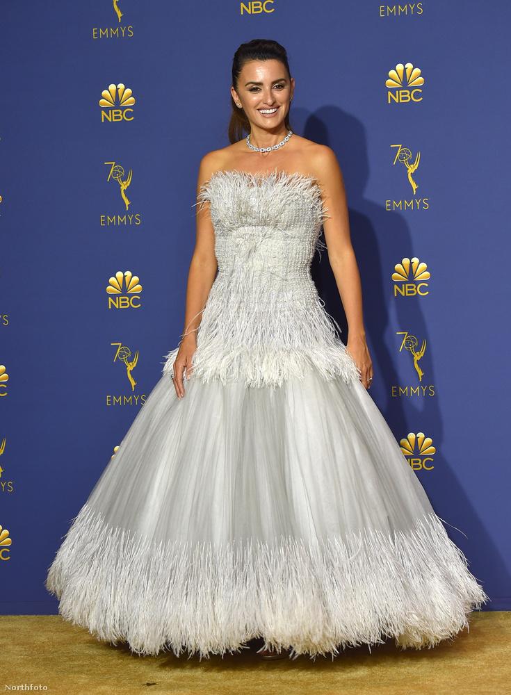 Penelope Cruz ruhája egy kicsit túlságosan is hercegnős...