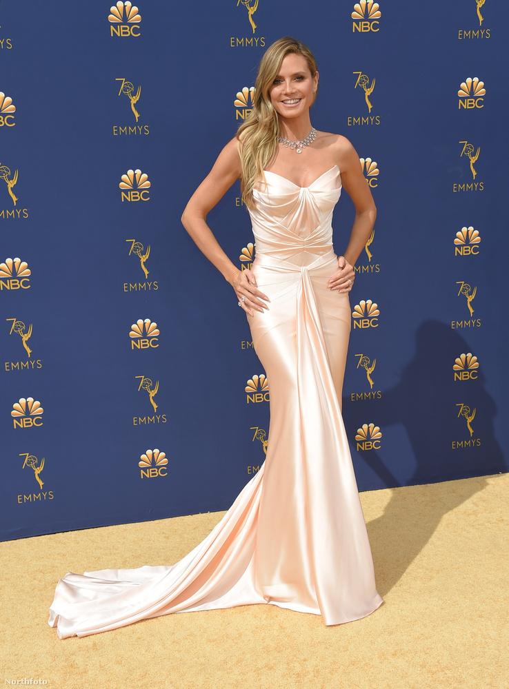Heidi Klum hozta a szokásos formáját.