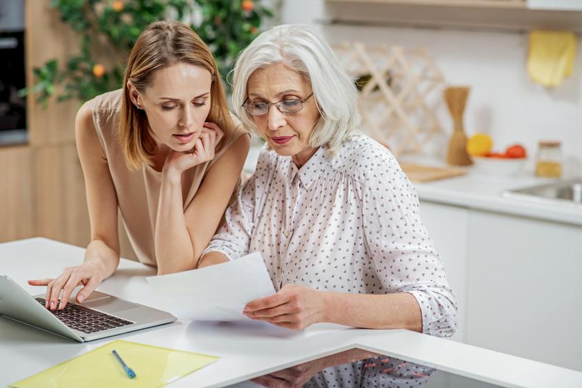 Mennyit költünk a szüleinkre, ha kevés lesz a nyugdíjuk? A fiatalok nagyobb kiadással számolnak