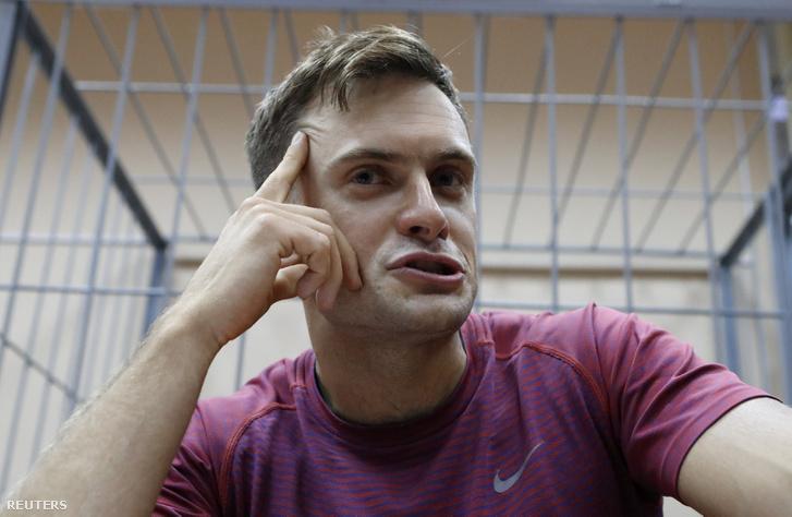 Pjotr Verzilov Moszkvában bírósági meghallgatásra várva 2018. július 16-án
