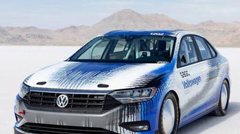Már a VW Jetta is 338 km/h-val száguld