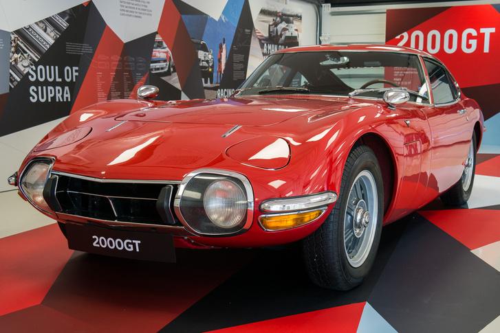 1967-70: Toyota 2000GT, az őrületes értékű első igazi Toyota sportkocsi, mindössze 351 készült belőle. Én hármat láttam ebből