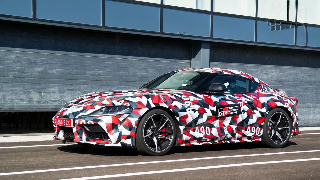 A BMW Z4-essel osztozik a platformon, de a német verzió nyitható keménytetős roadster