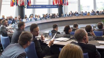 Ismét elbukna a kormány egy uniós alapvizsga beugróján