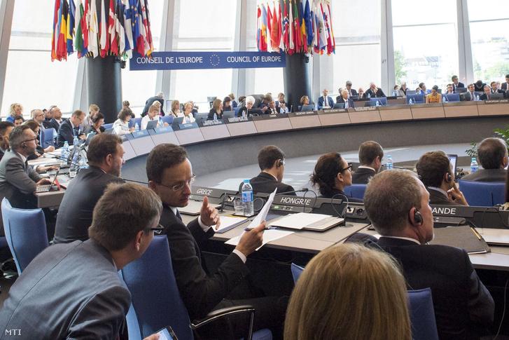 Szijjártó Péter az Európa Tanács (ET) miniszteri bizottságának ülésén Strasbourgban 2016. szeptember 7-én.