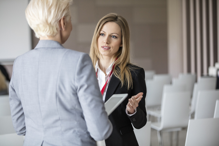 Miről árulkodik, ha a beszélgetőpartner elfordítja a testét? Nem jelent túl jót