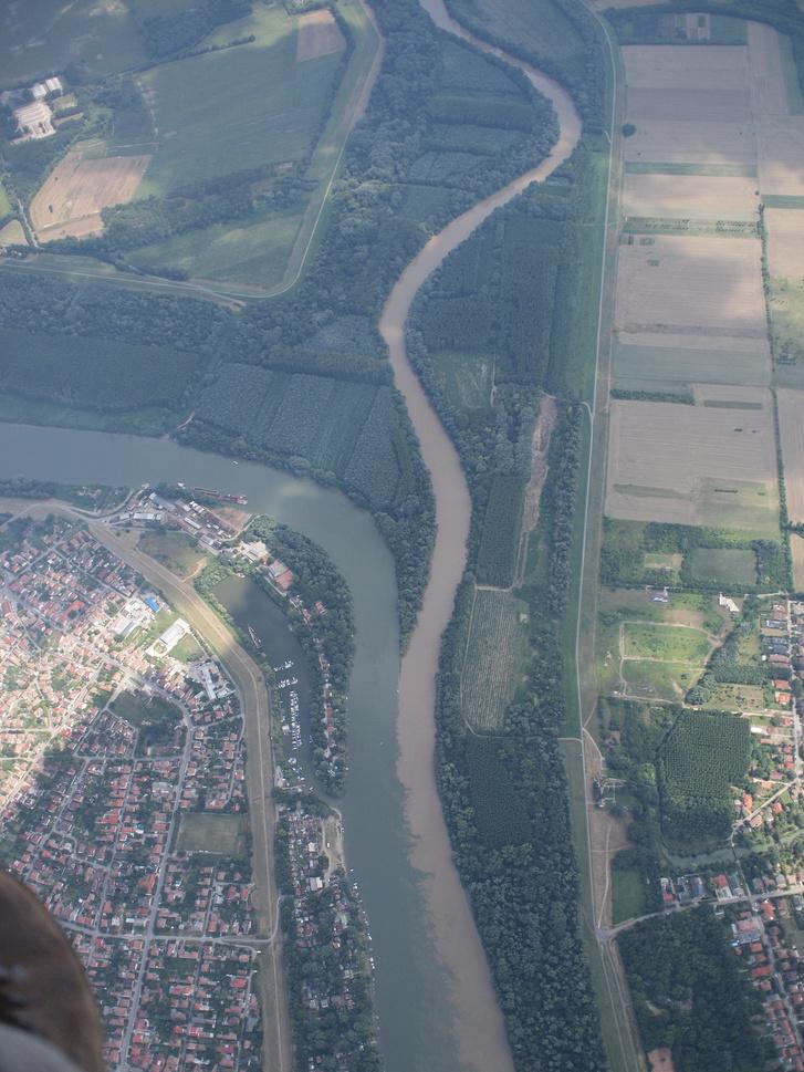 Szegednél a Tiszába ömlik a szőke Maros.