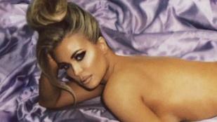 Akarja látni, hogy néz ki a 46 éves Carmen Electra egy szál semmiben?