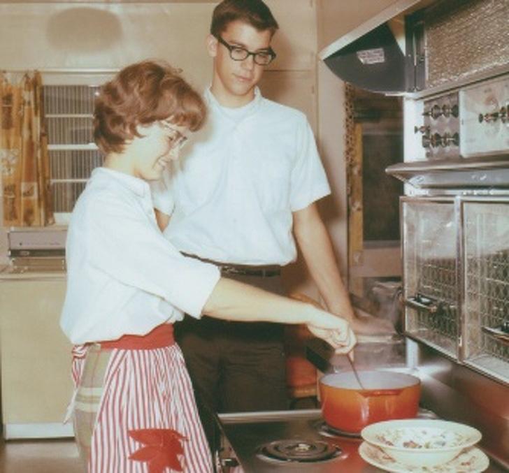 Wilson minden reggel korán kelt, hogy meglátogassa Janice-t a kávézóban, és felkeltse a figyelmét. Fiatalabb volt a lánynál, és sosem gondolta, hogy van nála esélye, de kitartásának meglett az eredménye.