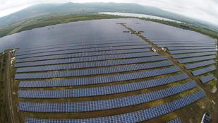 Két várost is ellátni képes naperőművet épít Mészáros