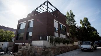 Kortárs épület, amit a nyugdíjasok is szeretnek