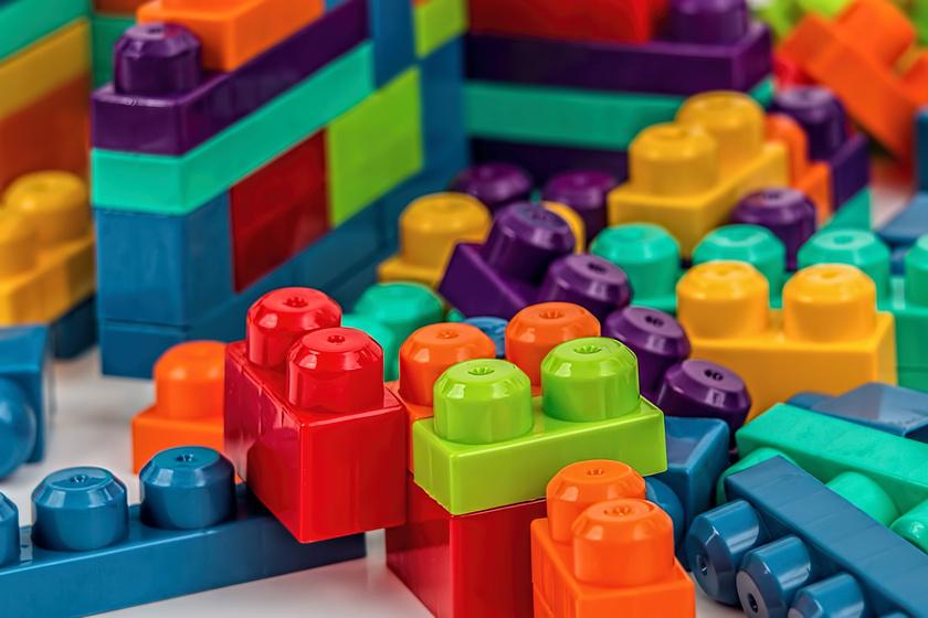 Jó vagy rossz, ha sok játéka van a gyereknek? Érdekes kísérletet végeztek
