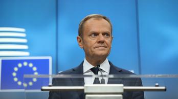 Donald Tusknak elege van a migránskampányból, eredményeket akar