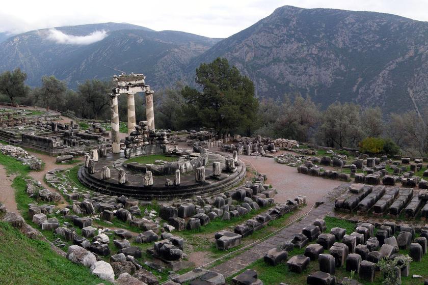 Máig nem tudni, mi történt apró, kerek templomában - Misztikus hely volt a delphoi jósda