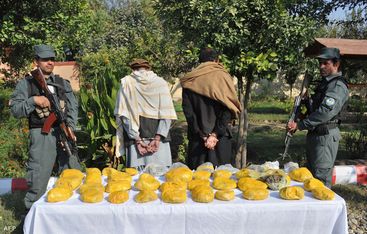 Heroinfogás Afganisztánban 2013-ban