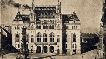 Kezdődik a Szentháromság téren álló palota felújítása