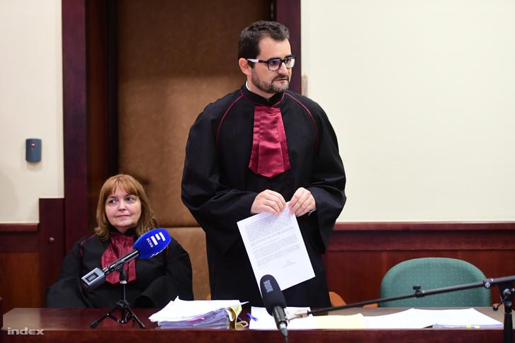 Az ügyész