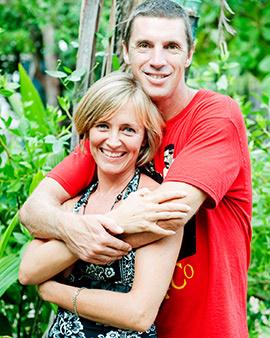 Simone Angel a férjével. Kattintson a képre a honlapért!
