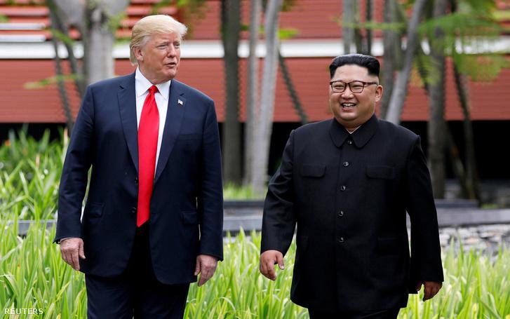 Kim Dzsongun és Donald Trump 2018. június 12-én.