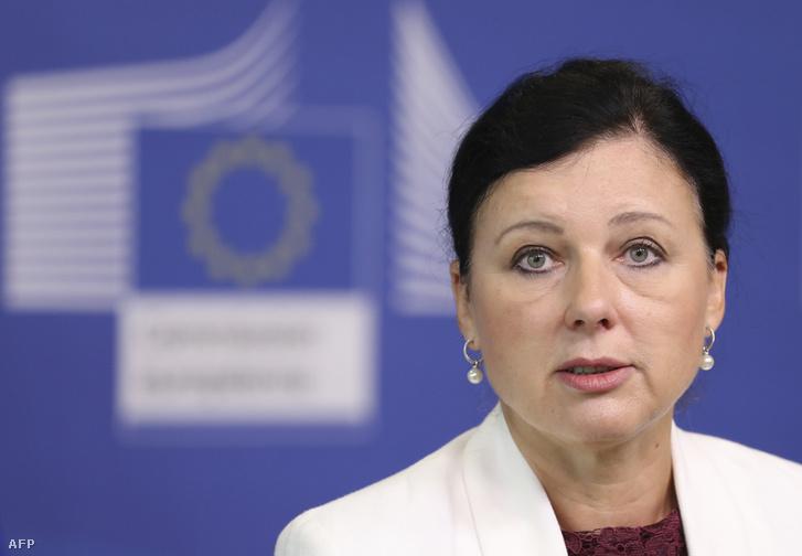 Vera Jourová az AirBnB fogyasztóvédelmi eljárásról szóló sajtótájékoztatón, Brüsszelben 2018. szeptember 20-án