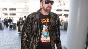 Menő vagy inkább ciki, ahogy Nicolas Cage a leopárdmintás kabátjában kinéz?