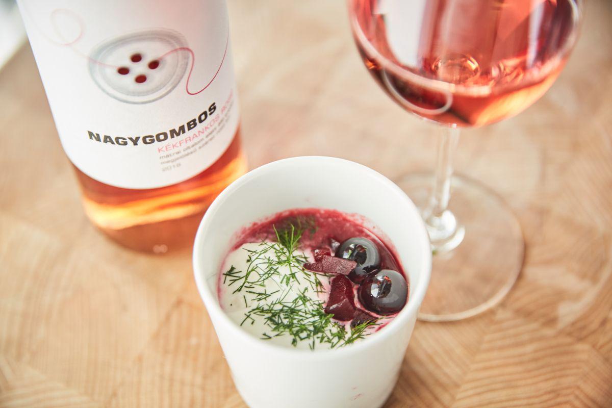 Mustos céklaleves karamellizált szőlővel: el kell készítened idén ősszel