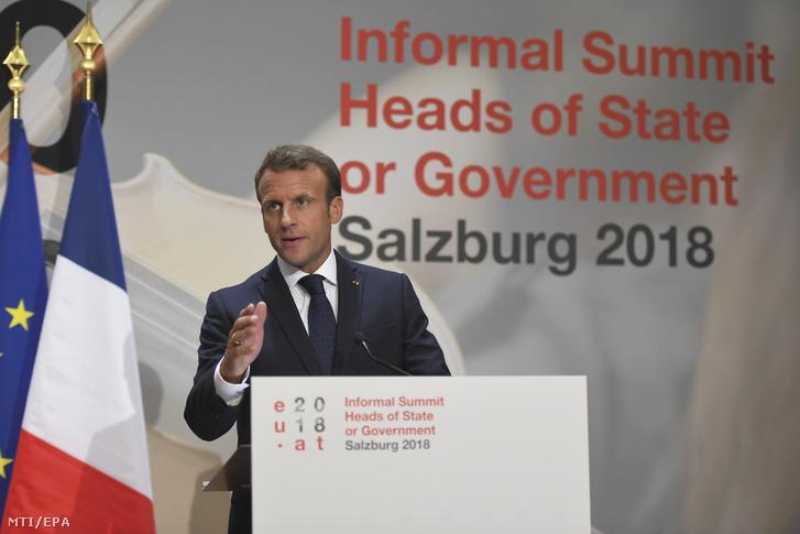 Emmanuel Macron francia elnök az Európai Unió salzburgi nem hivatalos csúcstalálkozójának végén tartott sajtóértekezletén