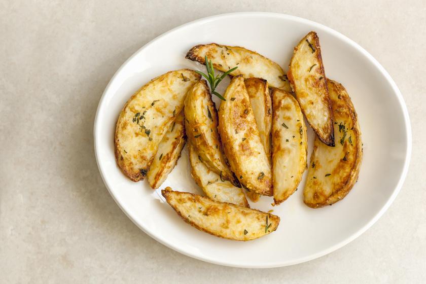 Sütőben sült, parmezános, fokhagymás krumpli: máskor is így fogod készíteni a sült krumplit