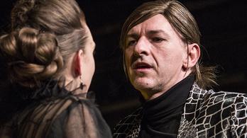 Alföldi Róbert két díjat is kapott a kritikusokól